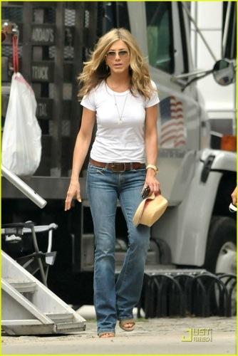 Los looks perfectos de Jennifer Aniston en The Bounty Hunter III