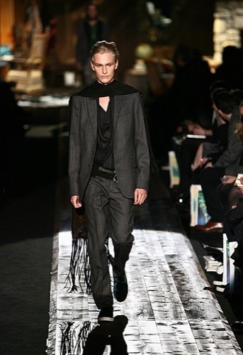 Looks para Navidad. El traje y sus numerosos estilos. Roberto Cavalli