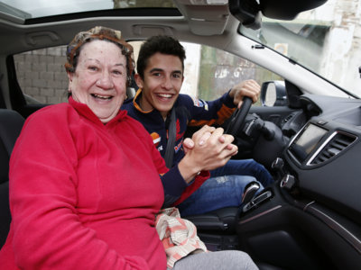 Marc Márquez aparece de paisano en Villamartín y sorprende a todo el pueblo