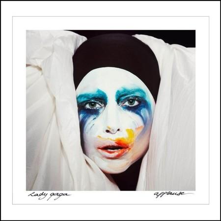 ¿Es un mimo? ¿Es un payaso? ¡No! Es Lady Gaga de promoción de ARTPOP