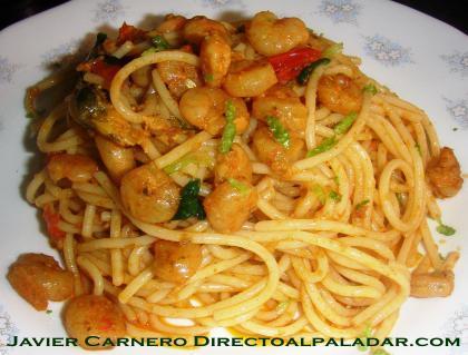 Espaguetis con gambas y mejillones al perfume del limón, tomate cherry y viruta de lima. Receta