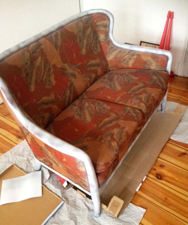 Antes y despu s convierte un viejo sof feo en un - Como arreglar un sofa viejo ...