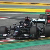 Lewis Hamilton domina en Barcelona con ocho décimas de ventaja sobre Max Verstappen