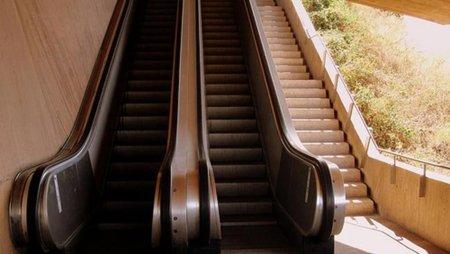 Escaleras mecánicas y ascensores, aparatos que van en contra de nuestro bienestar