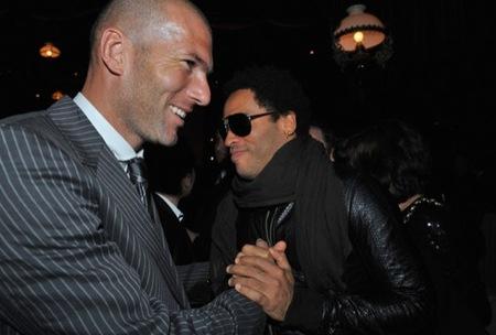 Zidane traje a rayas