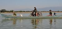 Cómo cruzar un río con un scooter de forma espectacular