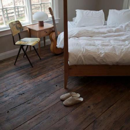 Ocho maneras hermosas y originales de poner suelos de madera for Pavimentos rusticos para interiores
