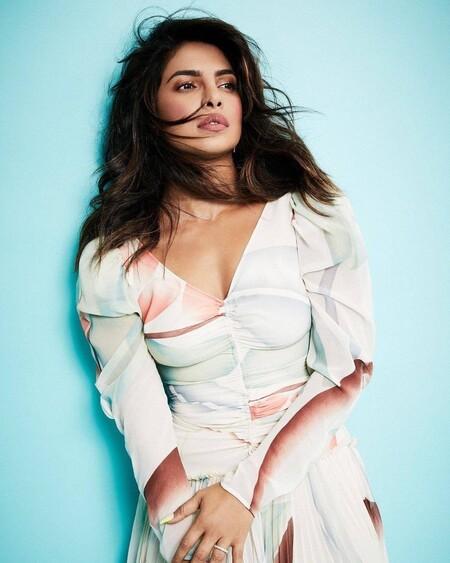 "Priyanka Chopra se viste de Etro para presentar su última película en Netflix (desde casa), ""The White Tiger"""