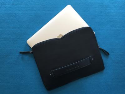 Carry-On Folio Sleeve de Mujjo, la funda para MacBook más elegante hasta el momento