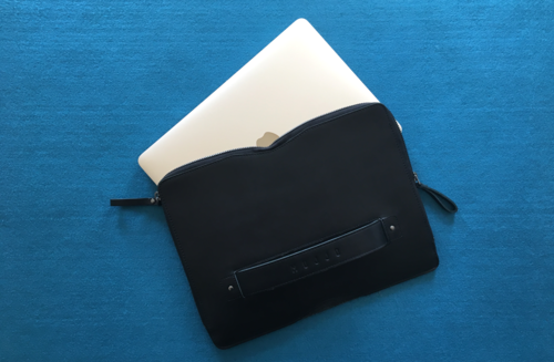 Carry-On Folio Sleeve de Mujjo, la funda para MacBook más elegante hasta el momento