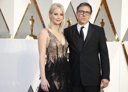 Jennifer Lawrence y su nueva melena Bob en los Oscar 2016