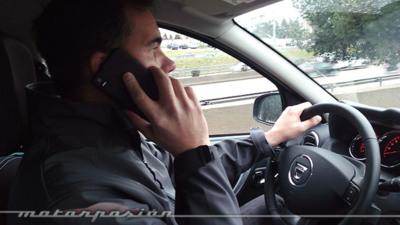 Todo esto es lo que ocurre cuando usas el móvil mientras conduces