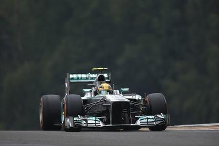 Libres 1: Lewis Hamilton lidera por delante de Red Bull. Fernando Alonso, quinto