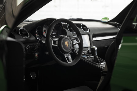 Porsche 718 Cayman GTS 4.0 2020 interior