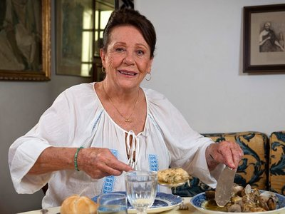 Ha muerto Elena Santonja, presentadora del clásico 'Con las manos en la masa'
