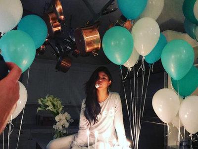Selena Gomez cumple 25 años con la visita sorpresa de The Weeknd y la fiesta más instagrammeable que recordamos
