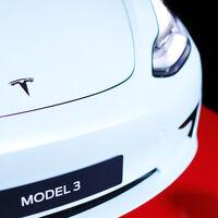 Un Tesla choca, se incendia y fallecen dos personas, ninguna de ellas iba conduciendo
