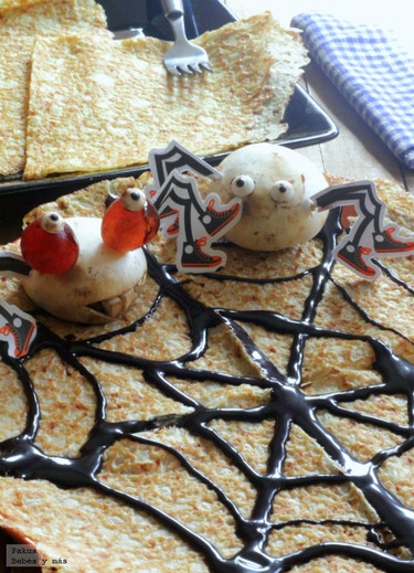 Crêpes de compota de pera con arañas. Receta de Halloween
