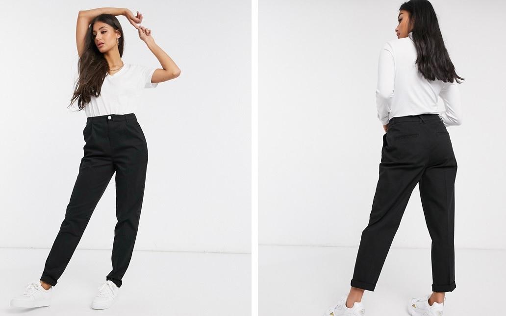 Pantalones chinos con bajos doblados