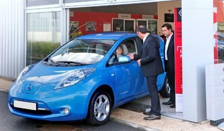 Francia quiere dar 10.000 euros por la compra de un coche eléctrico si  se entrega a cambio un diésel
