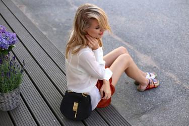 Blusas blancas para seducir a la ciudad veraniega