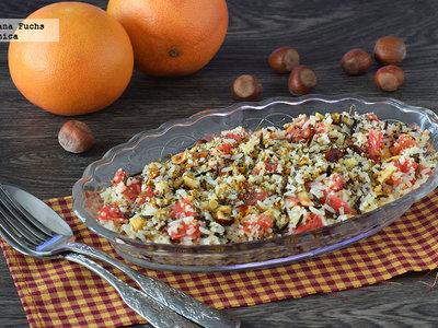 Ensalada de arroz y cuscús con pomelo y frutos secos. Receta saludable