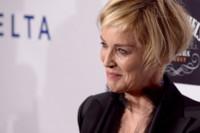 ¿Crisis a los 50? No para Sharon Stone y su traje negro