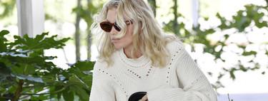 Elsa Hosk, cuajada de logos y con sandalias de pelo y calcetín, se convierte en la llegada más espectacular a Venecia
