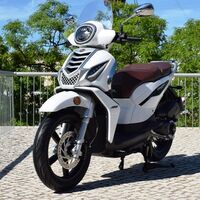 Motohispania Fasty 125: un scooter de rueda alta español con 13 CV y dos modos de conducción, por 3.545 euros