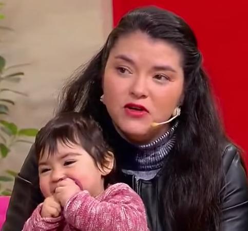 Una conductora de autobús de Chile, obligada a ir a trabajar con su bebé enferma, abre un fuerte debate sobre la conciliación