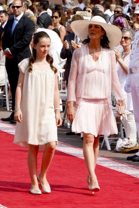 Estefanía y Carolina de Mónaco apuestan por el rosa en la boda de su hermano