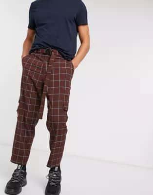 Pantalones de vestir extragrandes tapered a cuadros con bolsillos tipo cargo y cinturón de ASOS DESIGN
