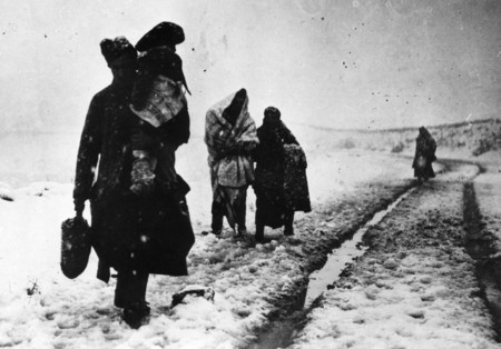 Refugiados Abandonan Teruel Durante Guerra Civil Espanola Archivo Pce 1845