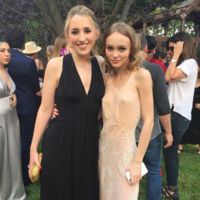 Dos it girls y dos looks de graduación: ¿Lily-Rose Depp o Lottie Moss?