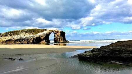 Una de las mejores playas de España al borde del cierre
