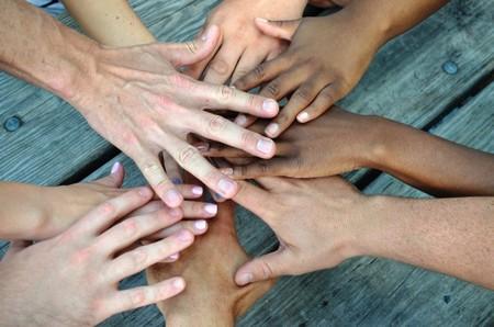 La felicidad de estar siempre conectados a nuestros amigos cambia nuestra vida