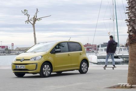 Probamos el Volkswagen e-up!: un coche eléctrico urbano que ofrece 260 km de autonomía desde 20.570 euros