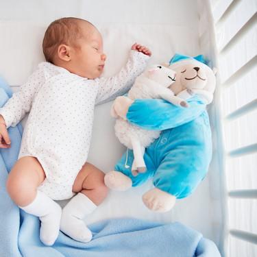 Su bebé falleció asfixiada con un peluche mientras dormía, y quiere alertar a otros padres compartiendo su trágica historia
