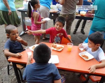 niños_comiendo_x__gaby_tejeda.jpg