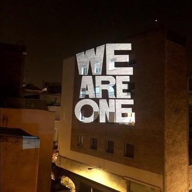 Public Protest Poster, la plataforma que sustituye los anuncios en edificios por proyecciones de carteles diseñados por artistas