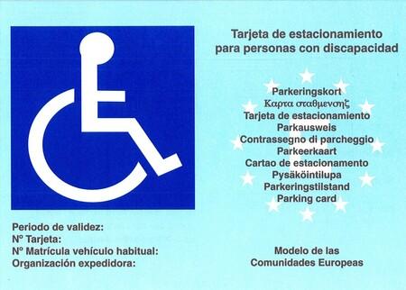 Usar indebidamente una tarjeta de aparcamiento para personas con movilidad reducida no es delito, según la Justicia