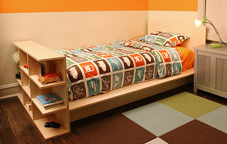 Una buena idea: Estantería a los pies de la cama