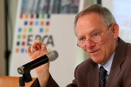 Schäuble quiere que la banca condone el 50% de la deuda griega