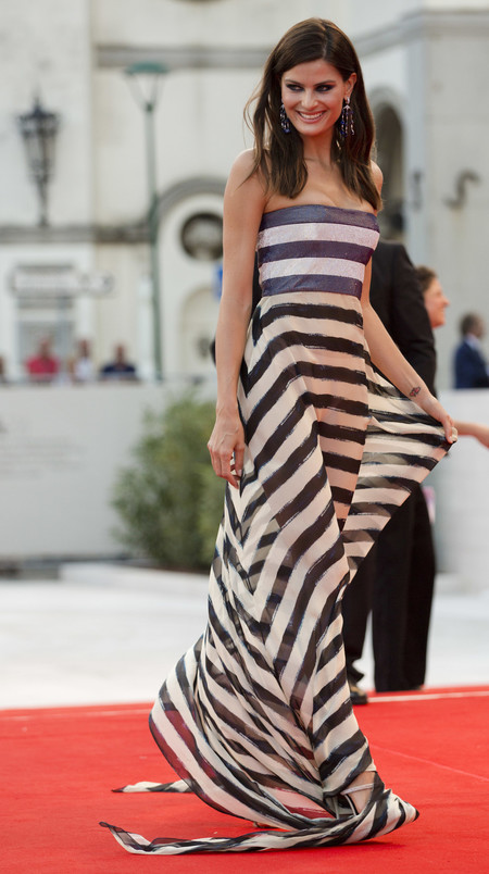 festival de cine de venecia celebrities look estilismo outfit isabeli fontana