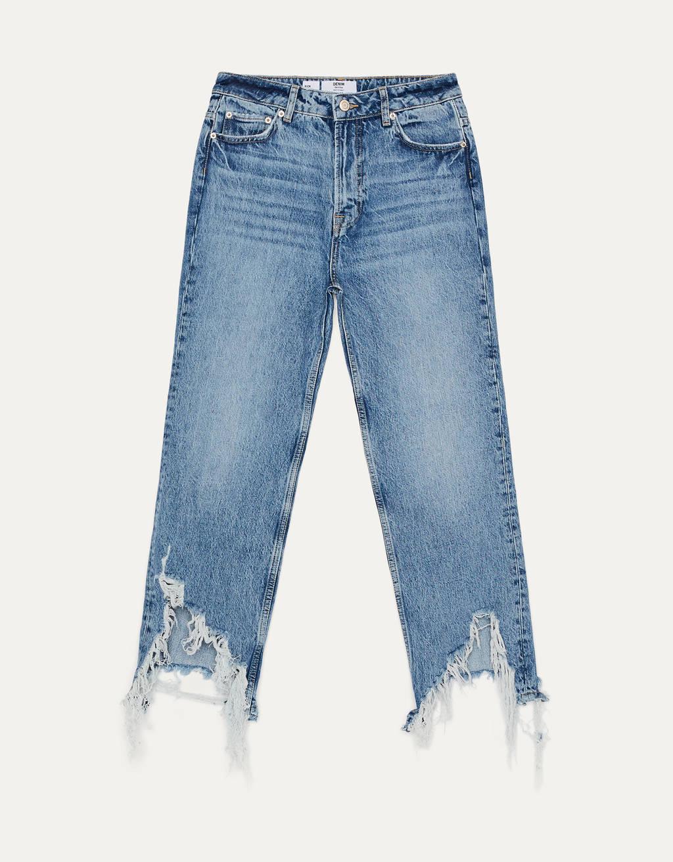 Jeans Kick Flare con bajo desflecado.