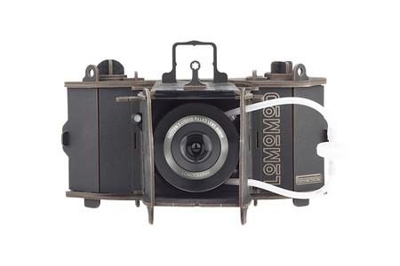 Lomography LomoMod No.1: La nueva cámara de formato medio de cartón que constuyes en casa