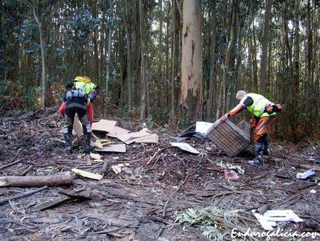 Endureros Limpiando el monte en Galicia
