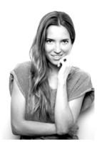 Ana Fernández, nueva melena en la oficina Pantene