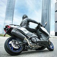 Escape Akrapovic y equipamiento deportivo: El Yamaha TMax SX Sport Edition refuerza su carácter