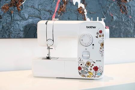 Oferta del día en la máquina de coser Brother JX17FE, ideal para principiantes, que puede ser nuestra por 119,99 euros hasta medianoche